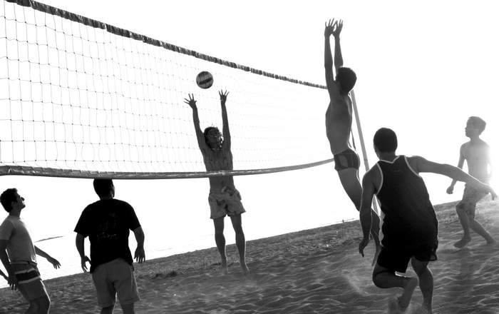 Match de volley à la plage